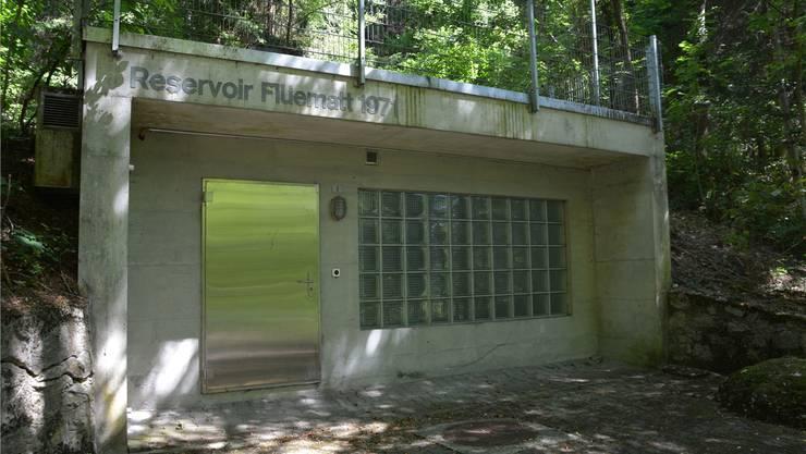 Das Reservoir Flüematt verfügt über zwei Kammern mit einem Fassungsvermögen von insgesamt 4290 Kubikmeter Wasser.