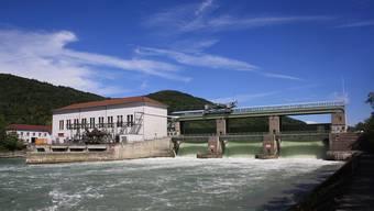 Das Wasserkraftwerk, das Rekingen (CH) und Reckingen (D) verbindet. (Archiv)