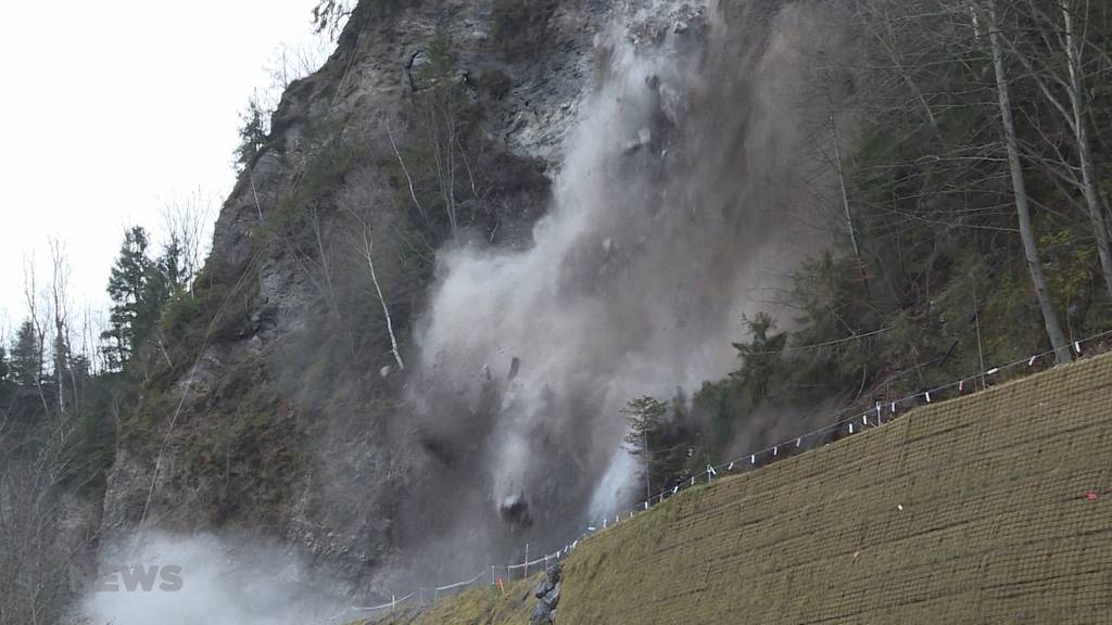 Felssturzgefahr am Thunersee: Abschnitt auf der A8 gesperrt