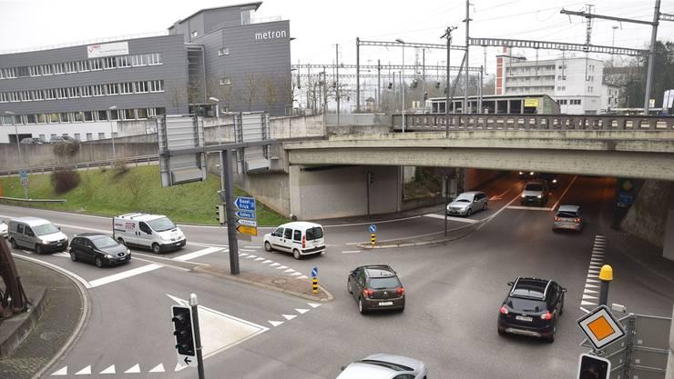 Mit dem Projekt «Oase» wird das Ziel verfolgt, das Zentrum Brugg – hier die Neumarkt-Kreuzung – vom Verkehr zu entlasten. mhu