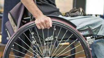 Menschen mit körperlichen, geistigen oder psychischen Behinderungen seien rechtlich ungenügend geschützt, sind die Antragssteller überzeugt. (Archiv)