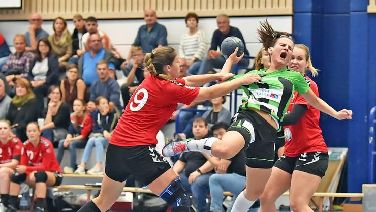 Die aktuell beste Torschützin der NLB: Ivana Ravlic-Müller (M.).