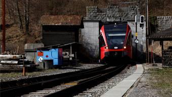 Wer an der Seilbahnstation ein aktuelles öV-Billett oder ein Generalabonnement vorweist, darf bis Ende Juni 2016 für elf Franken auf den Berg und zurück. (Archiv)