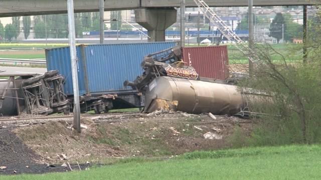 Güterzug mit chemischen Substanzen entgleist
