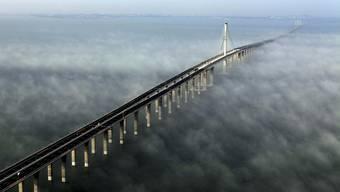 Imposant: China eröffnet längste Meeresbrücke der Welt
