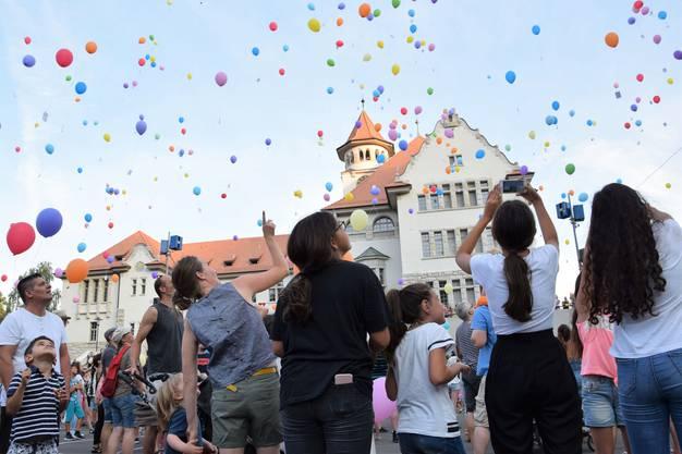 Ballonwettflug auf dem Freudensteinplatz.