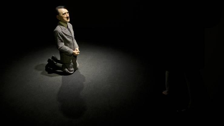 """Maurizio Cattelans Hitler-Skulptur """"Him"""" ist bei Christie's in New York für 16,7 Millionen Franken versteigert worden (Archiv)"""