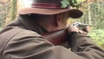 Am Samstag malträtierte ein Jäger neben einem Marder auch ein Haus. Jetzt bezweifeln Kollegen, dass es ein Querschläger war.