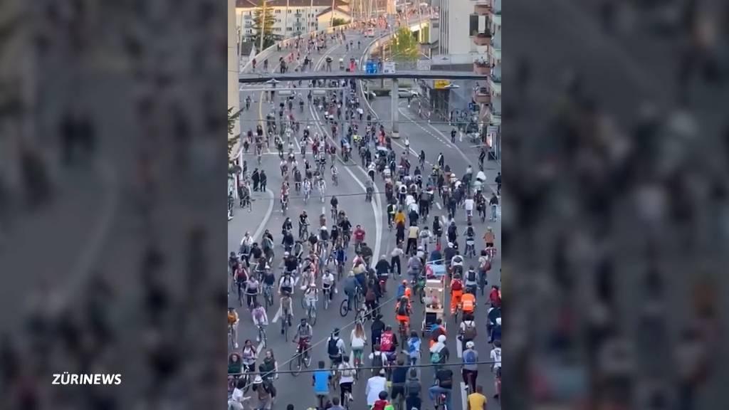Zürcher Verkehr lahmgelegt: Tausende an Demonstrationsumzug auf dem Velo