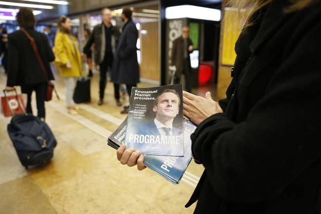 Das gilt aber nicht nur fürs französische Staatsgebiet, auch in der Schweiz werben zahlreiche Aktivisten um die Gunst der Wähler.