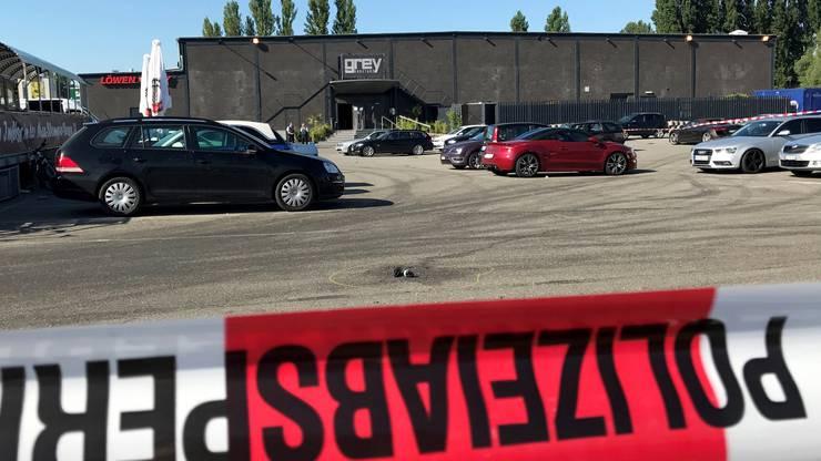 Der Angreifer, ein 34-jähriger Mann, wurde von Einsatzkräften der Polizei niedergeschossen und verstarb später im Spital.