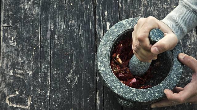 Die Mojo Rojo ist eine typisch spanische Sauce aus Chilis und Olivenöl.