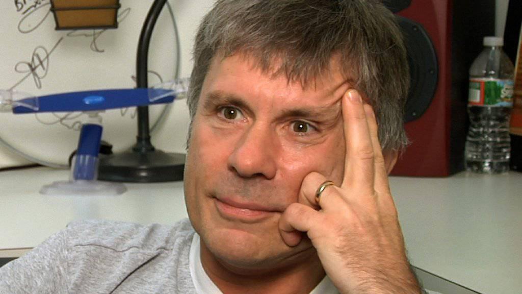 Iron-Maiden-Frontmann Bruce Dickinson ist nicht so vernünftig wie er aussieht: Er will nur fit sein, um seinen Körper zerstören zu können. (Archiv)