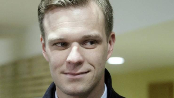Seine konservative Vaterlandsunion steht nach der ersten Runde der Parlamentswahlen im baltischen EU- und NATO-Land Litauen zusammen mit dem Bund der Bauern und Grünen als grosse Gewinnerin da: Gabrielius Landsbergis, hier in einem Wahllokal in der Hauptstadt Vilnius.