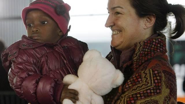 Schweizer Adoptieren Mehr Auslandische Als Schweizer Kinder