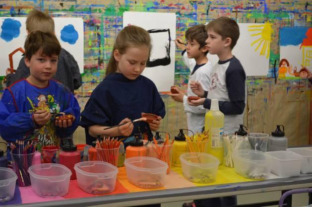 Farben und Spiele dominieren in diesem Workshop.