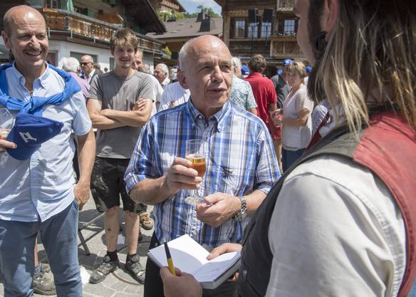 Zurückhaltung bei Schweizer Politikern: Bundesräte (im Bild Ueli Maurer) und Parlamentarier betreiben nur selten Wahlkampf mit einem Glas in der Hand.