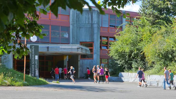 Der Bezirksschulstandort Menziken lässt sich aufgrund kantonaler Vorgaben nicht mehr halten und soll in der neu zu schaffenden Kreisschule aargauSüd integriert werden. (Archivbild)