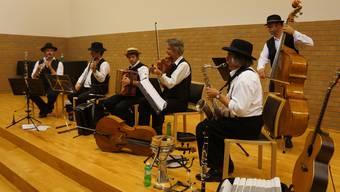 Wer darf in den Dietiker Gemeinderatssaal? Die Hanneli-Musig war auf jeden Fall schon mal da. Das Foto stammt von ihrem Konzert im Oktober 2012.