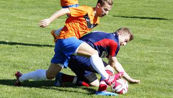 Kann der FC Oetwil-Geroldswil (unten) den Spitzenreiter aus Birmensdorf nochmals in Bedrängnis bringen?