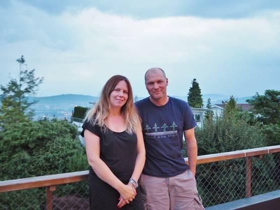 Astrid und Pete Greub sehen von ihrer Terrasse in Kindhausen den Primetower.