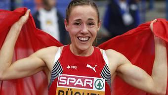 Selina Büchel jubelt nach ihrem Goldlauf in der Halle von Belgrad