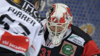 Lausanne-Keeper Gianluca Mona im Duell mit Andy Furrer