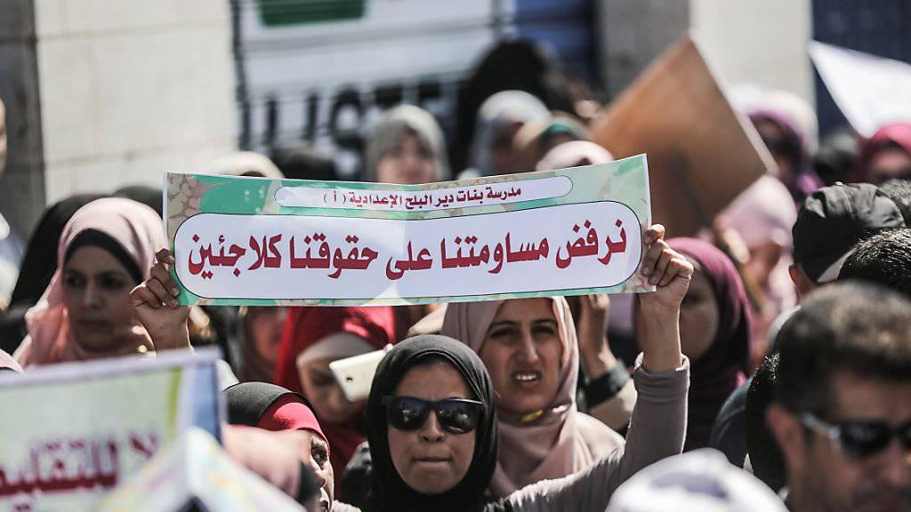 Proteste in Gaza City gegen die Kürzungen der Zahlungen durch die USA. (Archivbild)