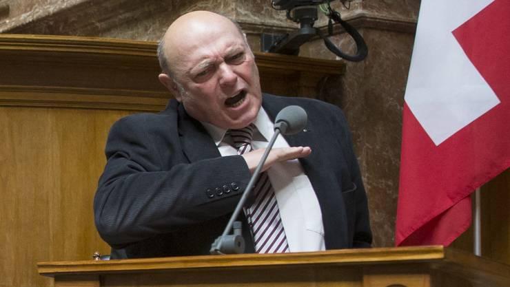Das Wasser bis zum Hals: Nationalrat und Transportunternehmer Ulrich Giezendanner (SVP, AG) während der Debatte um die Frankenstärke im Nationalrat.