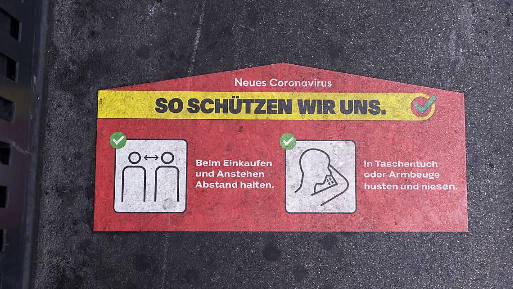 In Spreitenbach AG haben sich in einer Bar über 20 Personen mit dem Coronavirus infiziert. (Symbolbild)