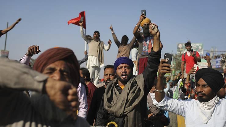 Bauern bei einem Marsch in die Hauptstadt Neu-Dehli. Foto: Altaf Qadri/AP/dpa