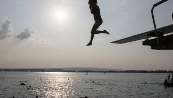 Pünktlich zum Auftakt der Badesaison gibt die EU jedes Jahr ihren Badegewässer-Bericht heraus. In Schweizer Seen und Flüssen kann bedenkenlos gebadet werden. (Archivbild)
