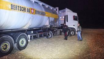 Ein Lastwagen aus dem Aargau ist 60 Kilometer südlich von Ancona gestrandet.