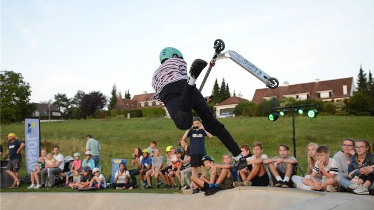 Waghalsige und spektakuläre Sprünge begeisterten die Kinder und Jugendlichen an der Scooter-Night.