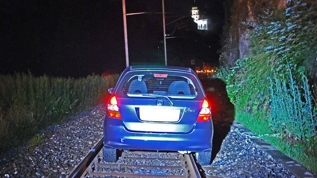 Falsch abgebogen: Eine 51-jährige Schweizerin fuhr bei Werthenstein LU an einem Bahnübergang auf die Geleise.