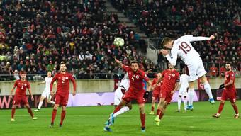 Cédric Itten köpfelt den Ball ins Tor zum 1:0 gegen Georgien. Auf Italienisch vermeldete der Speaker den Siegestreffer der Fussballnati nicht.