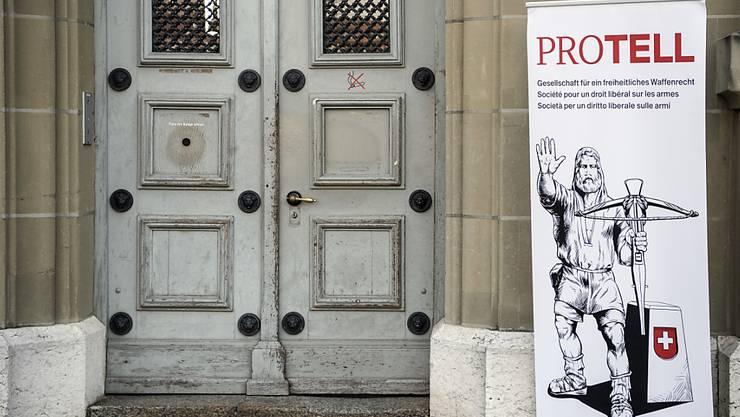 Das Parlament hat das Schweizer Waffenrecht nach EU-Vorgaben verschärft. Das Referendum von Schützengesellschaften wie Pro Tell steht weiterhin im Raum. (Archivbild)