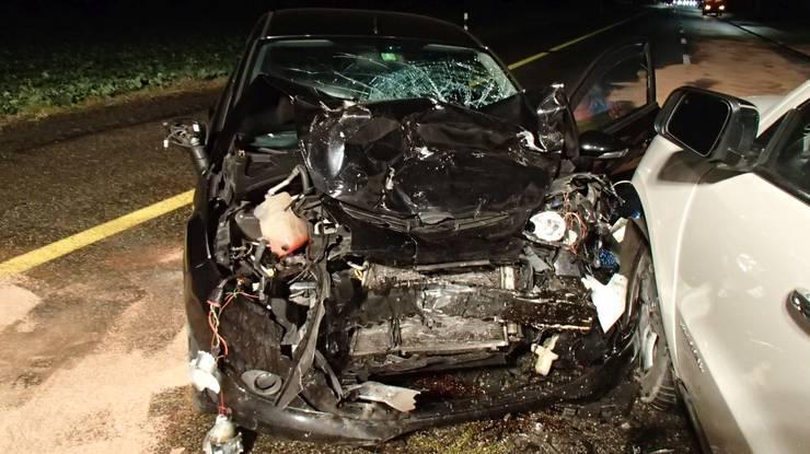 Die beiden Autos wurden beim Unfall stark beschädigt.
