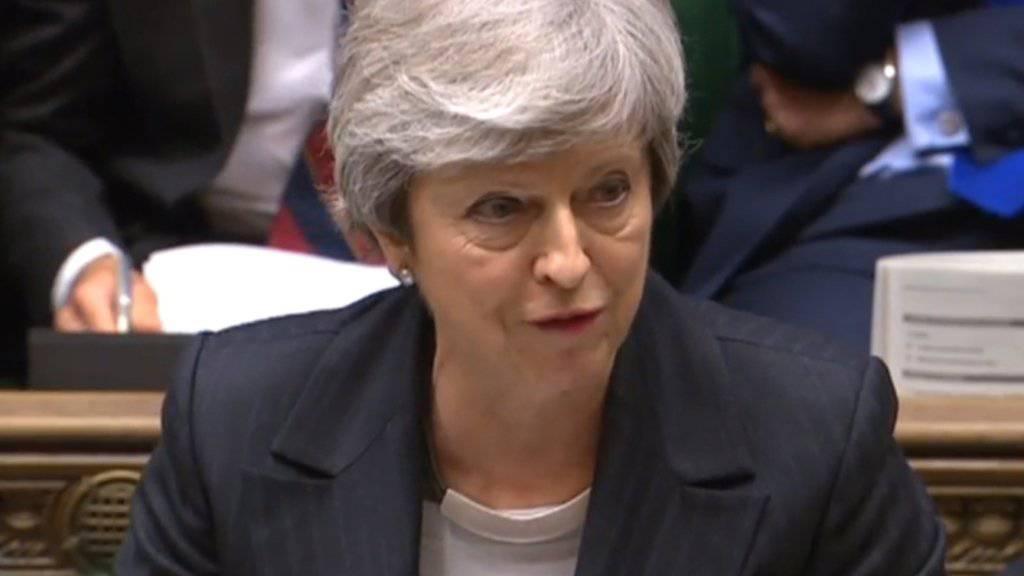 Die britische Premierministerin Theresa May hat ihre neuen Brexit-Pläne gegen Kritik von allen Seiten verteidigt.