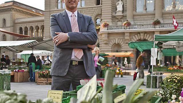 Monsieur Prix Stefan Meierhans vor dem Bundeshaus in Bern (Archiv)