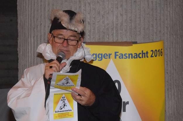 Zunftmeister Hugo Schmid gibt das Fasnachtsmotto 2016 bekannt