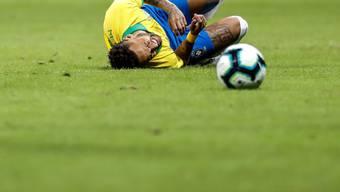"Neymar (am Boden) wird ""verletzungsbedingt"" nicht an der Copa America teilnehmen können"