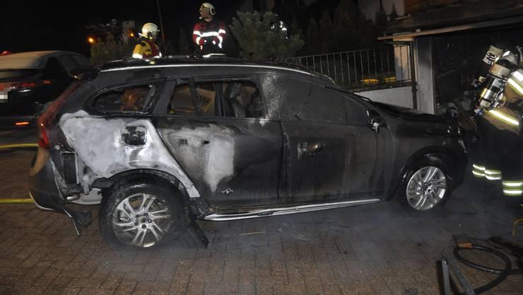 Niederbuchsiten SO, 13.Februar: Bei einem Brand in einer Garage wurde ein Auto stark beschädigt