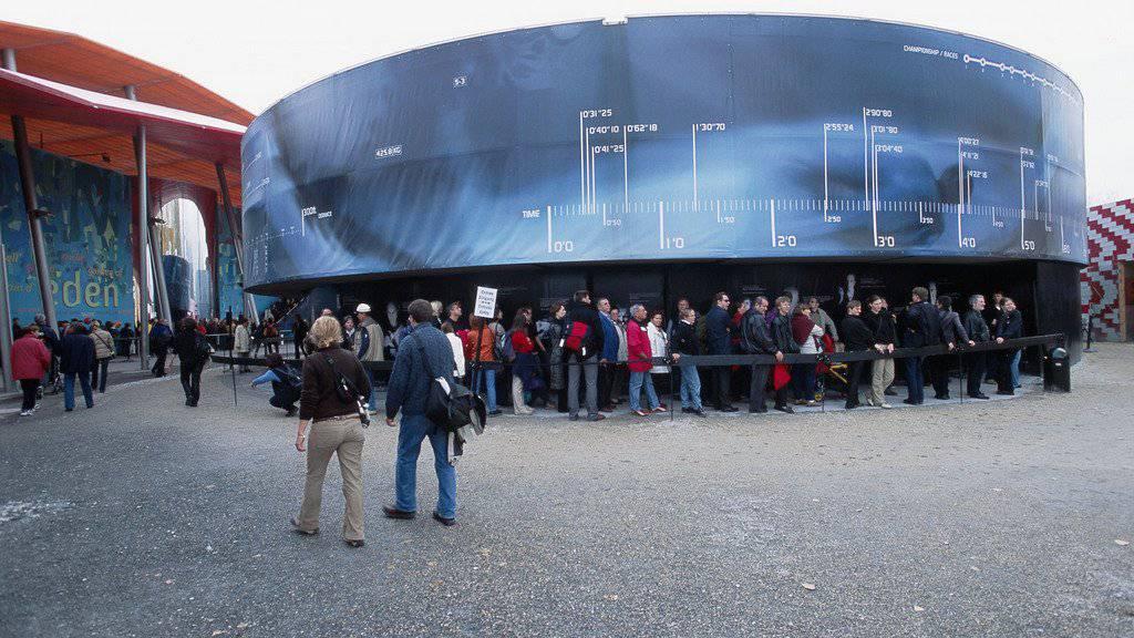 Besucher der Arteplage Yverdon während der letzten Landesausstellung, der Expo.02 (Archivbild).
