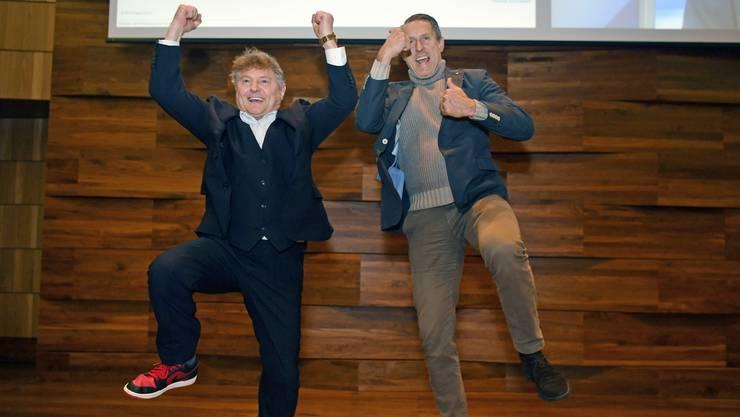 FCZ Präsident Ancillo Canepa, links, und GC-CEO Manuel Huber, jubeln wie Fussballer nach dem Ja zum Fussball-Stadion im Restaurant Metropol, Zürich.