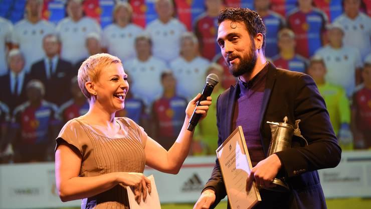"""Als letzte Auszeichnung ging zuvor jene zum """"Team des Jahres"""" über die Bühne. Matías Delgado nahm den Preis für den FC Basel entgegen ..."""