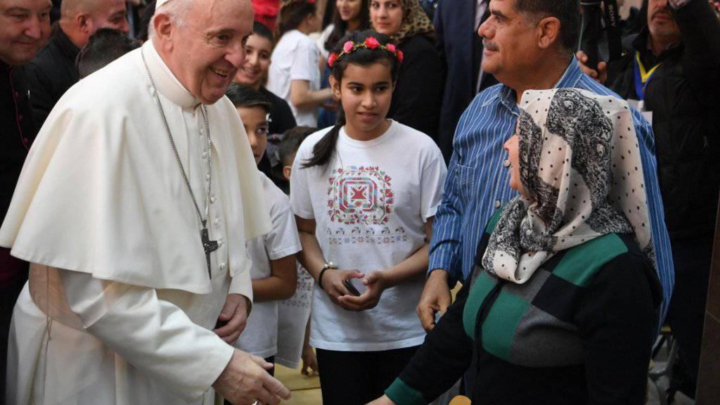 Papst spricht Flüchtlingen Mut zu