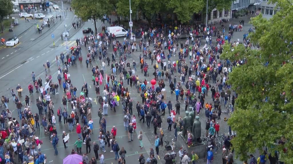 Anti-Corona-Demos in Zürich und Berlin