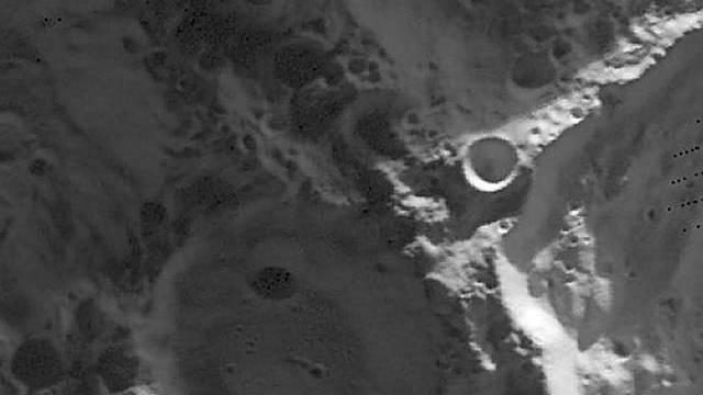 Mondkrater am Südpol (Quelle: LRO/NASA)