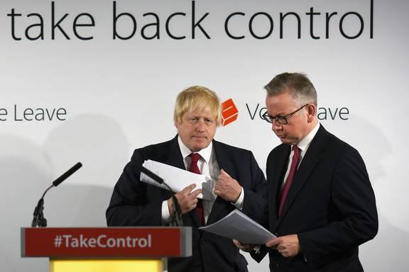 Cummings erfand den Slogan «Take Back Control» und rekrutierte die führenden Brexit-Köpfe Boris Johnson (l.) und Michael Gove.
